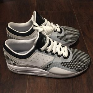 Nike Airmax Youth Size 5.5, NWOT, Black/White